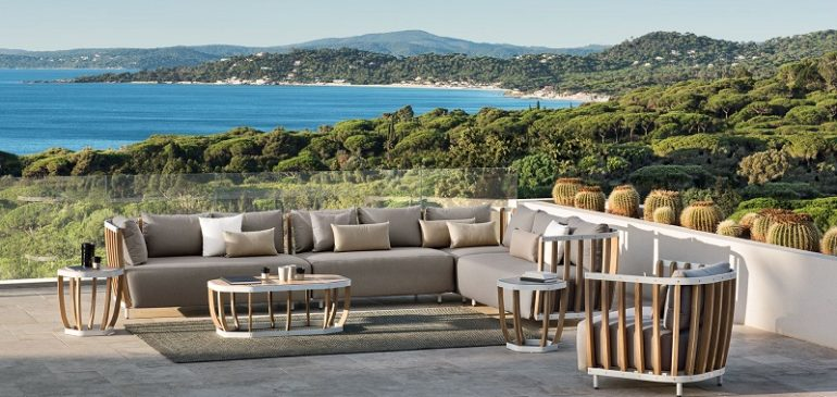 (English) What to Consider Before Buying Italian Outdoor Sofas
